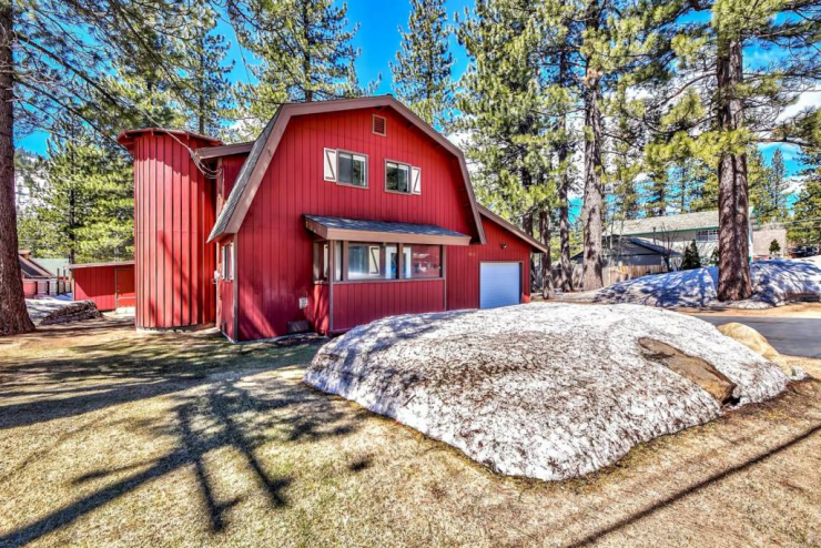 2812 Santa Claus Dr, South Lake Tahoe, CA  96150